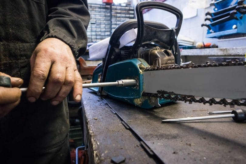 chainsaw being unscrewed