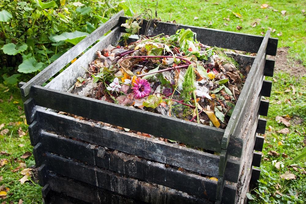 Waist height compost bin